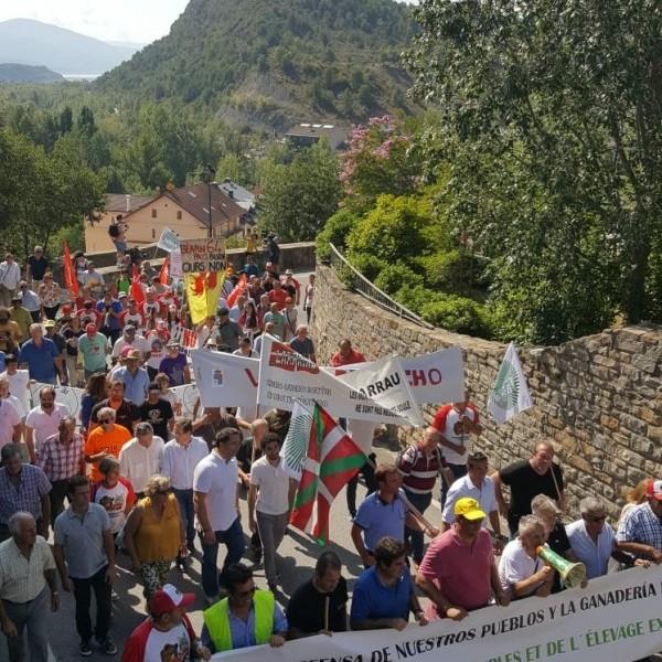 Éxito rotundo de la manifestación por la defensa de nuestros pueblos y la ganadería extensiva